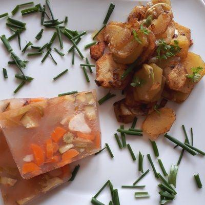 Suelze-mit-Bratkartoffeln in Rezept für vegane Sülze