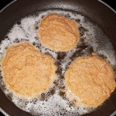 Pufferpfanne in Rezept für Möhrenpuffer mit Apfelpüree