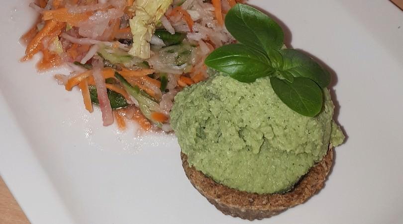 Rezept für veganes Gurken-Avocado-Eis mit glutenfreien Waffeln