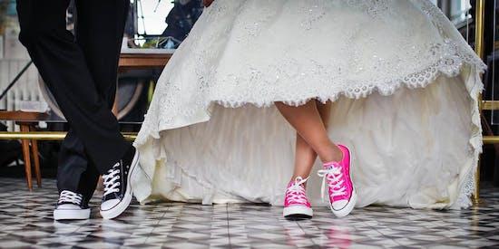 Das Hochzeitskleid und die passenden Schuhe